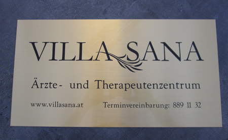 Firmenschild Messing satiniert